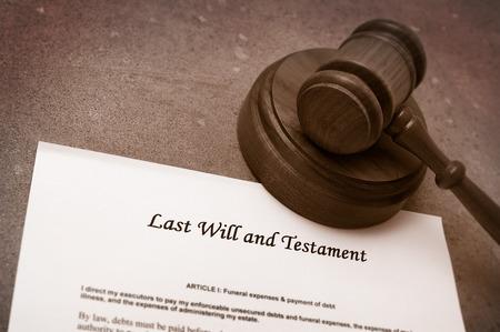 Maillet juridique sur les dernières volontés et le document de testament Banque d'images
