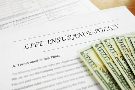 police d'assurance-vie et de l'argent Banque d'images