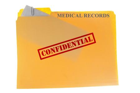 Médical enveloppe des documents attachés à un fichier-dossier avec le texte confidentiel, isolé sur blanc Banque d'images