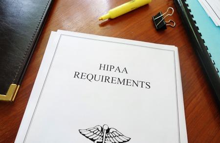 HIPAA Eisen gezondheidszorg privacy document op een bureau