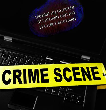 escena del crimen: huella digital en un ordenador portátil con cinta de la escena del crimen