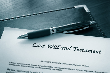 Testament-Dokument mit Stift Standard-Bild - 46638062