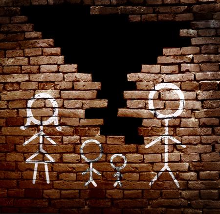 divorcio: Pareja con hijos palillo figuras en la pared de ladrillos rotos - concepto de divorcio