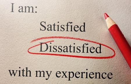囲まれて不満を持つ顧客意見調査