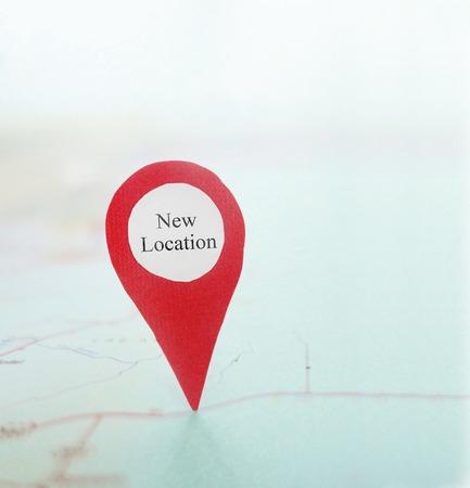 Nieuwe locatie locator pin op een kaart Stockfoto
