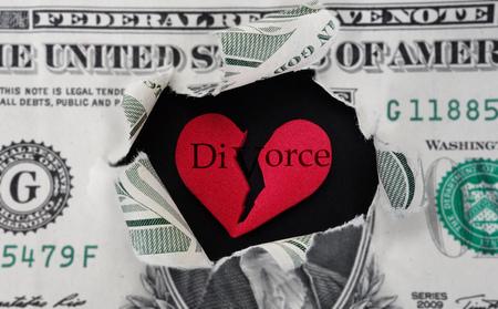 divorce: Dólar rasgado con el corazón roto divorcio rojo en el centro Foto de archivo