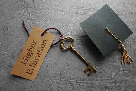 Higher Education key tag with graduation cap 免版税图像 - 54552138