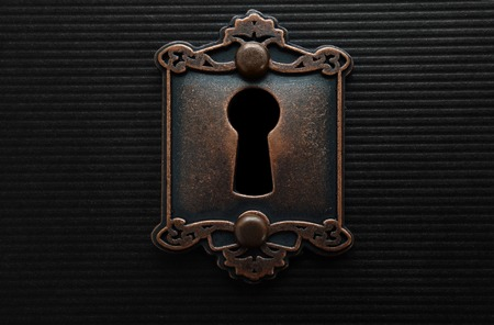 Ojo de la cerradura en la vieja cerradura de la puerta de moda Foto de archivo - 59989962