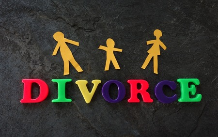sue: Divorce play letters with paper family on dark background