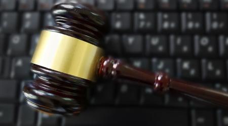 Judge court gavel on computer keyboard 版權商用圖片