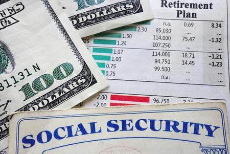 Carte de sécurité sociale, argent et planification de la retraite Banque d'images - 77292515