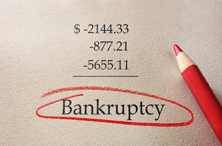 Red Bankruptcy circle with negative numbers Imagens