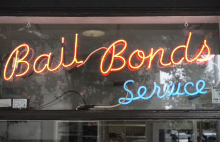 Neon Bail Bond sign in window Stok Fotoğraf - 81341567