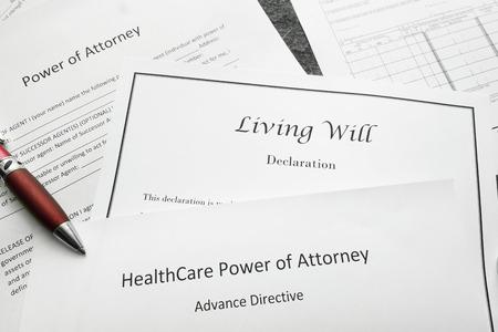 Vollmacht, Lebendiger Wille und Gesundheitspersonal Vollmacht Dokumente Standard-Bild - 82934548