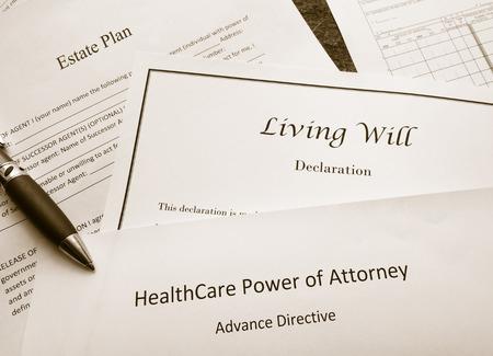 Nachlassplan, Living Will und Dokumente zur Bevollmächtigung im Gesundheitswesen Standard-Bild - 84260471
