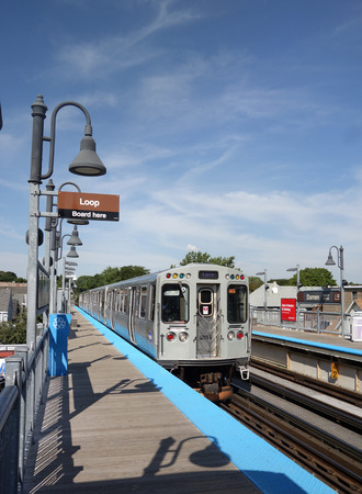 CHICAGO,ILUSA - 8-09-2017: The El, Chicagos elevated train system, headed to the downtown Loop