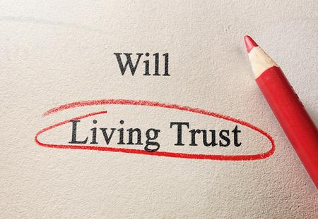 Will and Living Trust-tekst met rode potloodcirkel