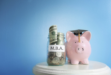 Piggy bank graduate with MBA (Masters of Business Administration)  coin jar 免版税图像