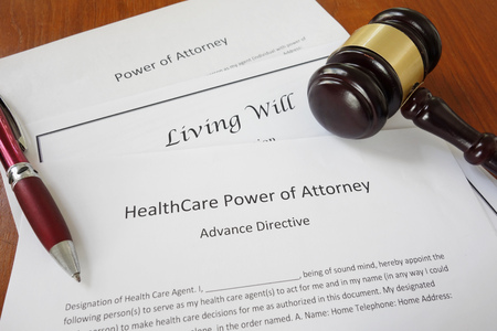 Healthcare Power of Attorney, Living Will and Power of Attorney documents with gavel Foto de archivo