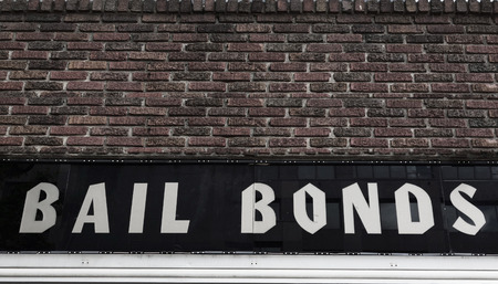 Bail Bonds sign on brick building exterior Archivio Fotografico