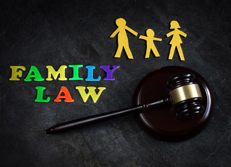 Paper family of three with legal gavel and  Family Law letters 스톡 콘텐츠