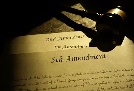 Quinta, Primera y Segunda Enmiendas de la Constitución de los Estados Unidos Foto de archivo