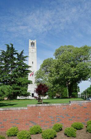 Der Glockenturm auf dem Campus der NC State University in Raleigh, North Carolina