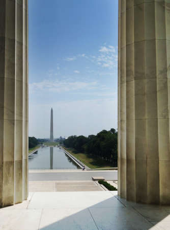 View of the Washington Monument and national mall reflecting pool from the Lincoln Memorial steps 免版税图像