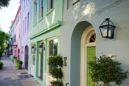 Brightly painted homes known as Rainbow Row on East Bay Street in Charleston South Carolina Stock fotó