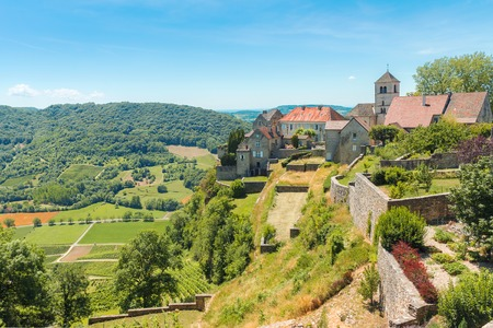 View of the picturesque medieval village in valley. Chalon, Departement Jura, Franche-Comte, France Banco de Imagens