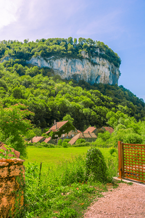 jura: Picturesque medieval village Chateau-Chalon under the mountain. Chalon, Departement Jura, Franche-Comte, France