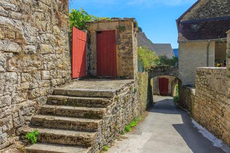 jura: Picturesque medieval village Chateau-Chalon. Chalon, Departement Jura, Franche-Comte, France