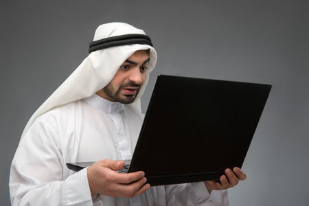 headcloth: Arab working with laptop