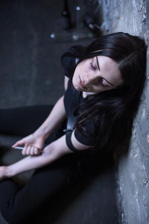 tourniquet: Depressive freak getting heroin dose outdoors