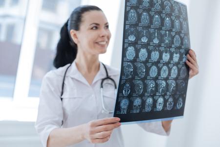 Encantador radiólogo monitorea cambios cerebrales en el trabajo