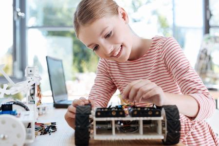 楽しい女の子ロボット車両の建設を仕上げ