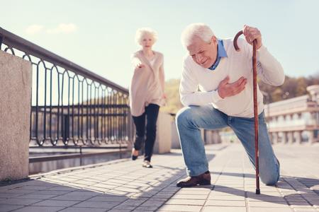 Senior man having a heart attack in the street 스톡 콘텐츠