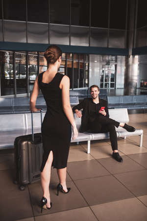 Arriving to the destination country. A woman meeting a man in the airport 免版税图像