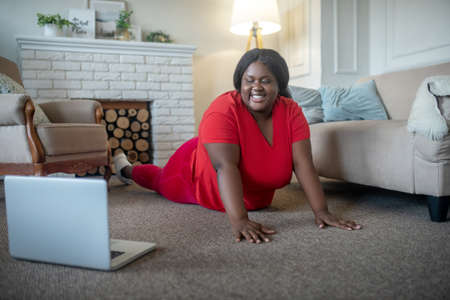 Plank. Plus size african american woman smiling and standing in plank Banco de Imagens