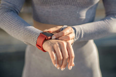 Close up picture of female hand with a smartwatch on it Imagens