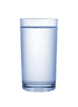 vaso con agua: agua potable aislado sobre fondo blanco