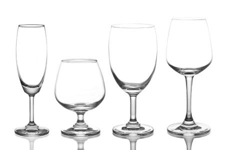 vaso vacio: copa de vino vac�a aisladas sobre fondo blanco