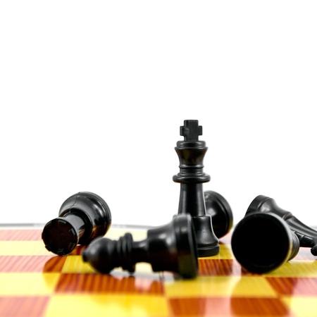 gamesmanship: Rey del ajedrez Negro, la mayor parte de la fuerza aisladas sobre fondo blanco