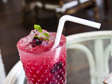 mocktail: berry soda topping with mint