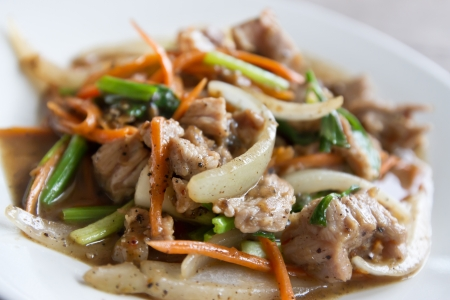 onion slice: slices of  beef stir-fried with red and green bell peppers and onions