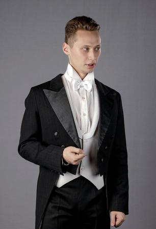 image d'un bel homme portrait d'un jeune acteur