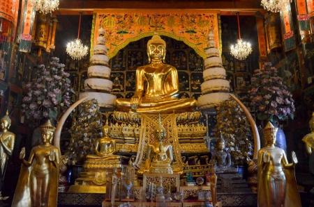 buddha in Wat Phanan Choeng, ayutthaya Stock Photo - 17266386