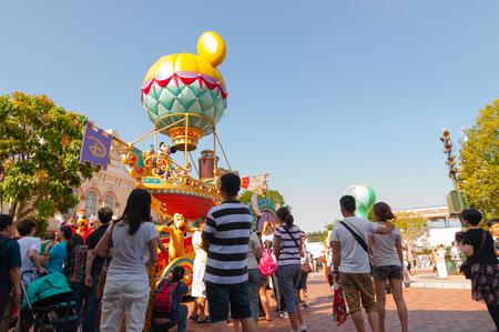 HONG KONG - MEI 08: Evening parade at Disneyland Hong Kong on MEI 08.2012 in China.MEI 08