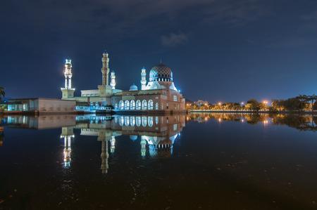 likas: Kota Likas Mosque at night