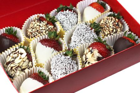 chocolate covered strawberries: Caja de fresas cubiertas de chocolate Foto de archivo